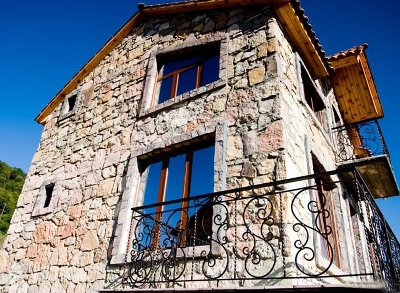 Apaga Gomer Yenokavan : Hotels | Barev Armenia Tours