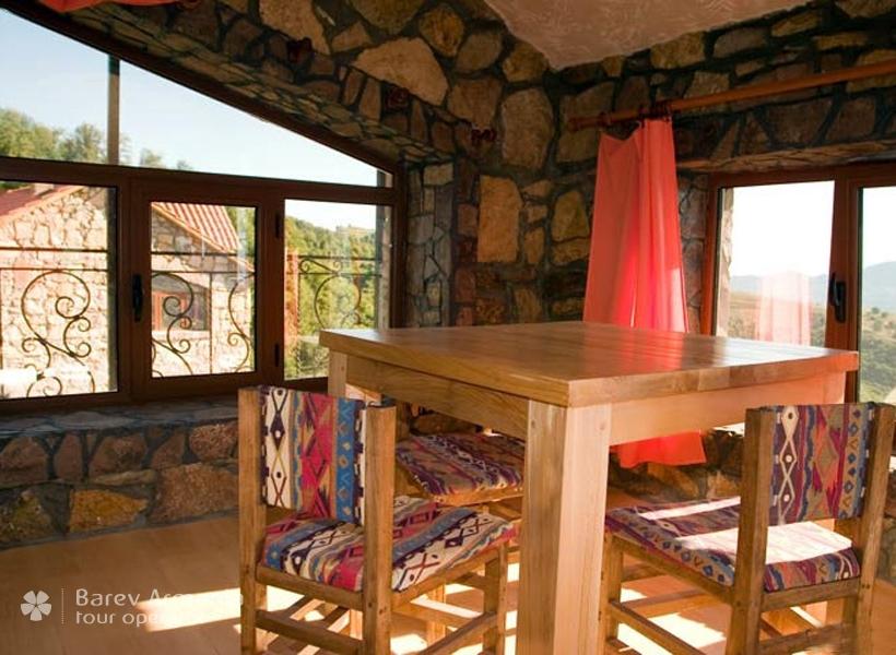 Apaga Gomer Yenokavan : Hotels   Barev Armenia Tours