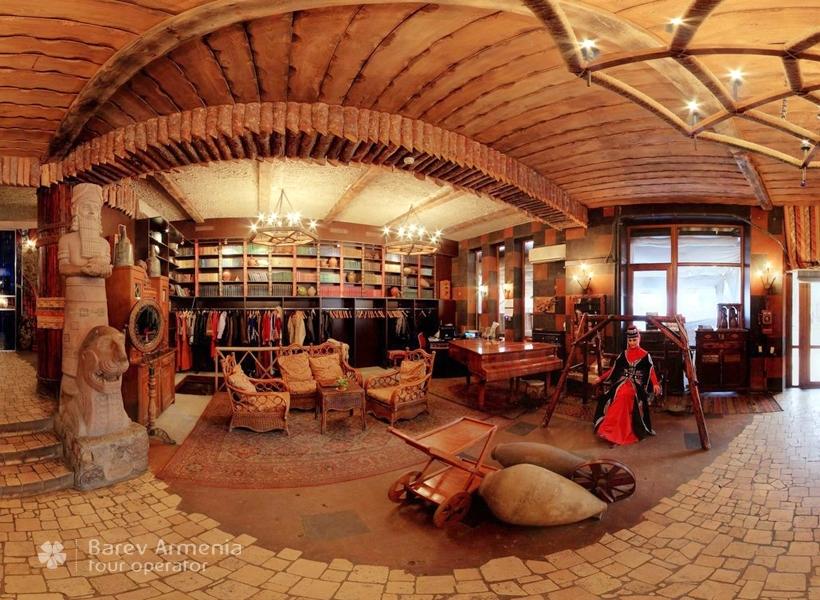 Old erivan barev armenia tours for Mezzo classic house club yerevan armenia