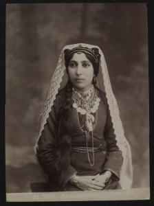 Portrait of an Armeense lady, between 1860 and 1920